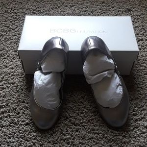 NWT BCBGENERATION pewter flats size 6 & 1/2